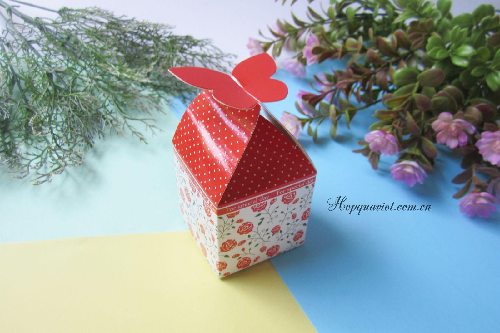 Hộp quà cưới cánh bướm đỏ 3D