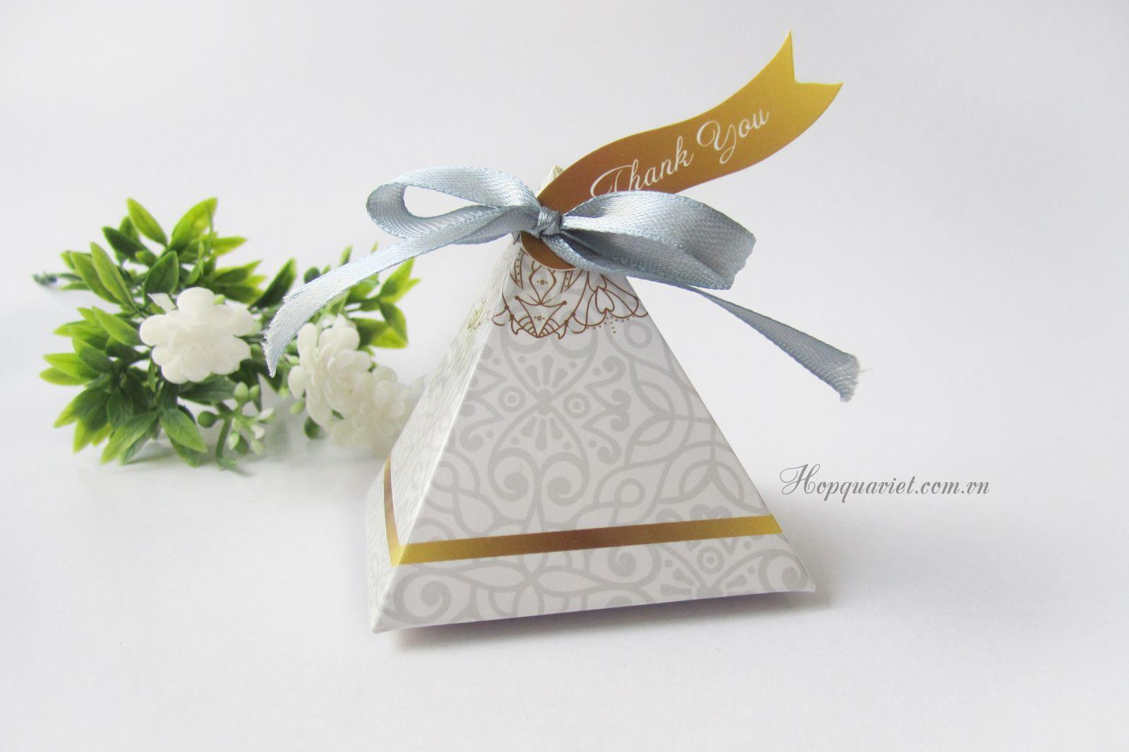 Hộp quà cưới tam giác 18V nơ xám (kèm tag thank you)