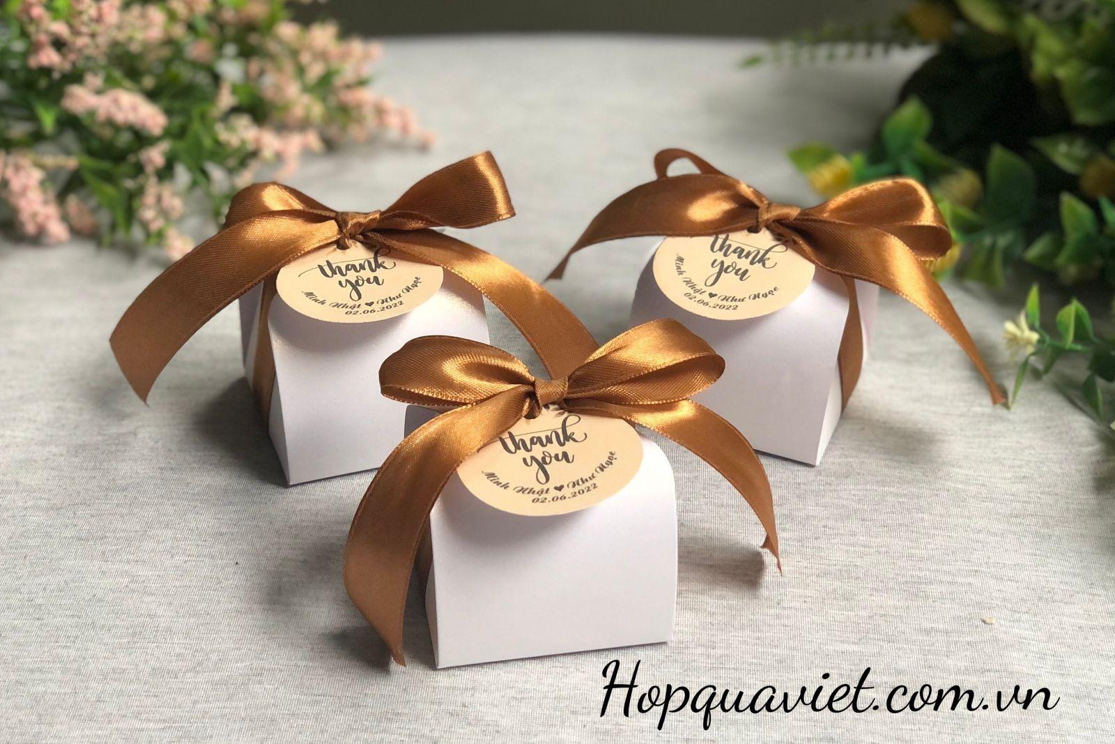Hộp quà cưới V4