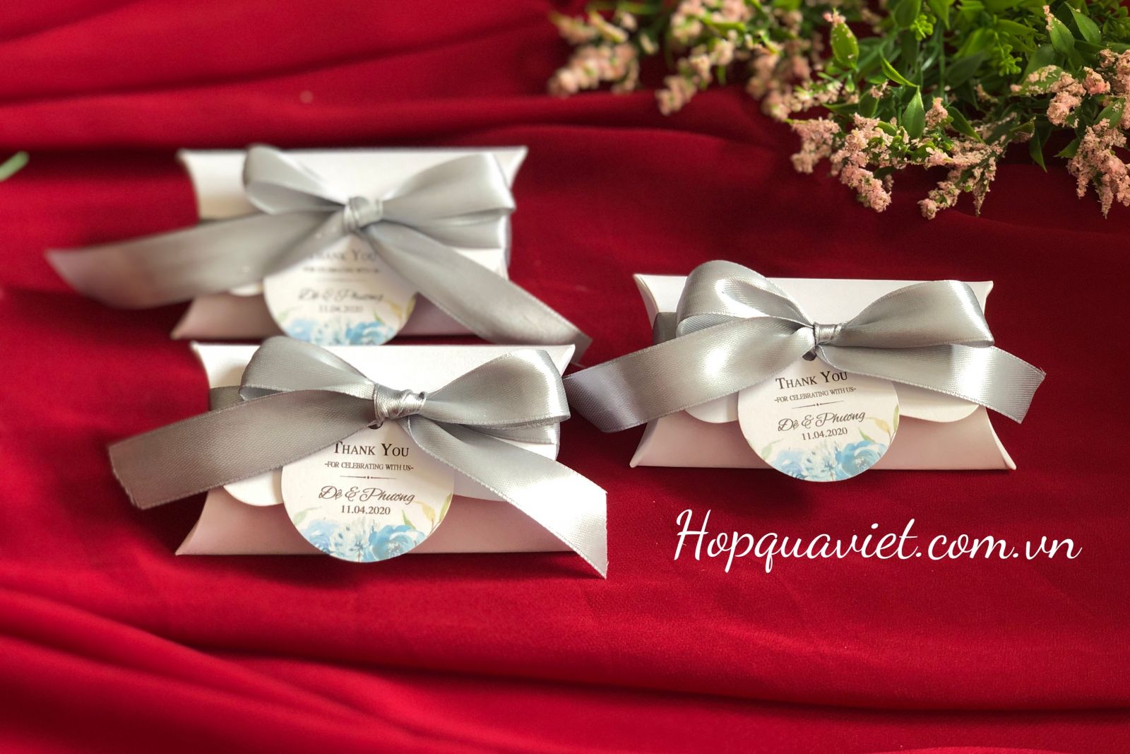 Hộp quà cưới ánh kim trắng A1