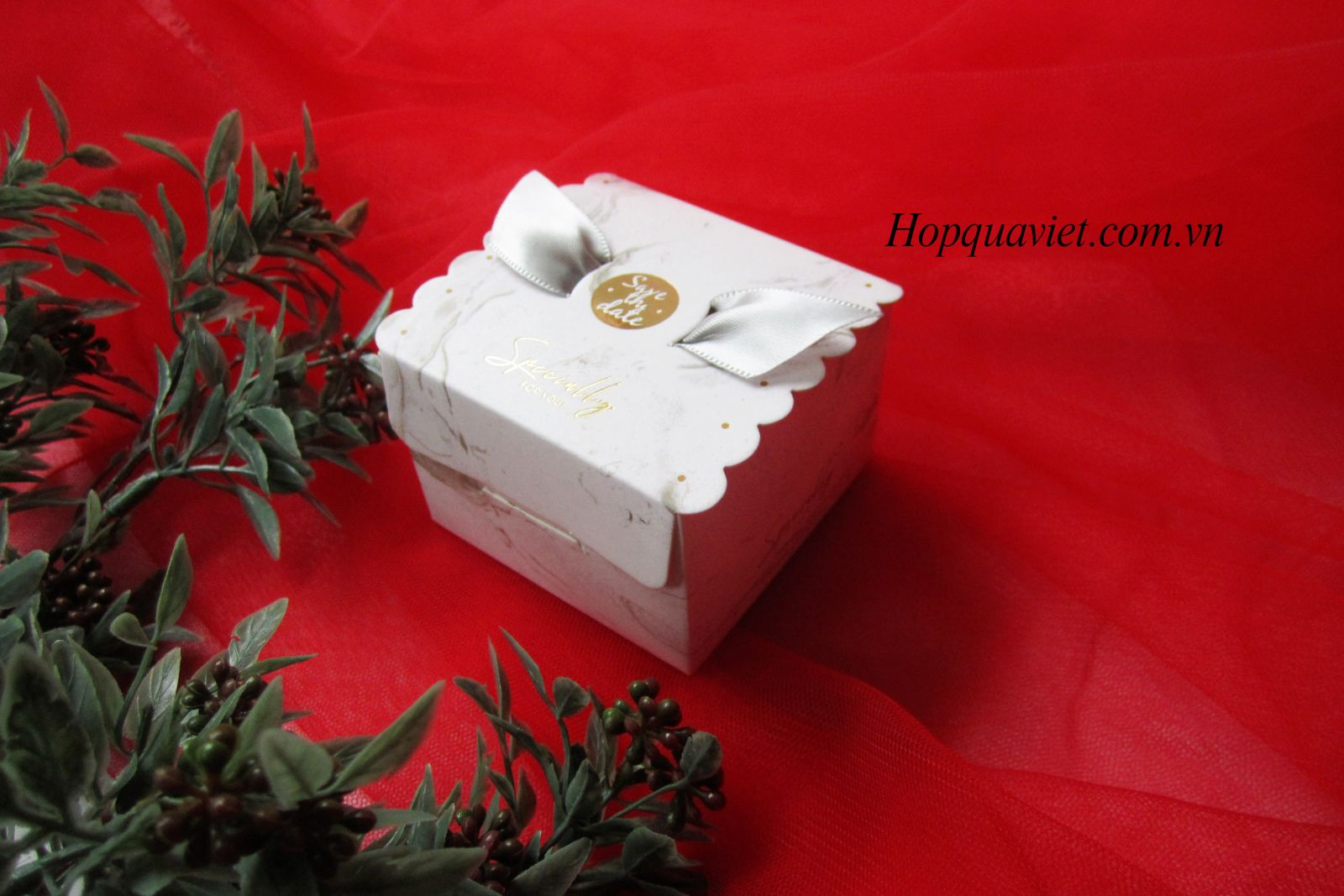 Hộp quà cưới vuông trắng V3