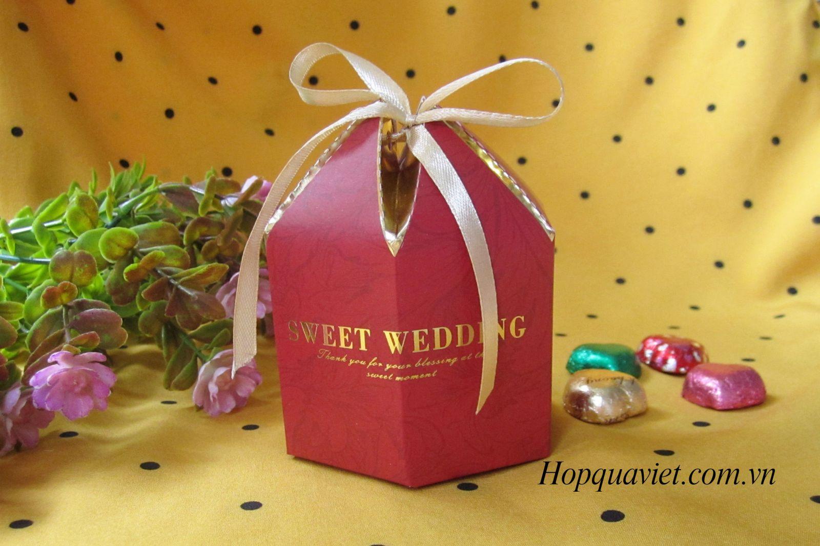 Hộp quà cưới đỏ C2