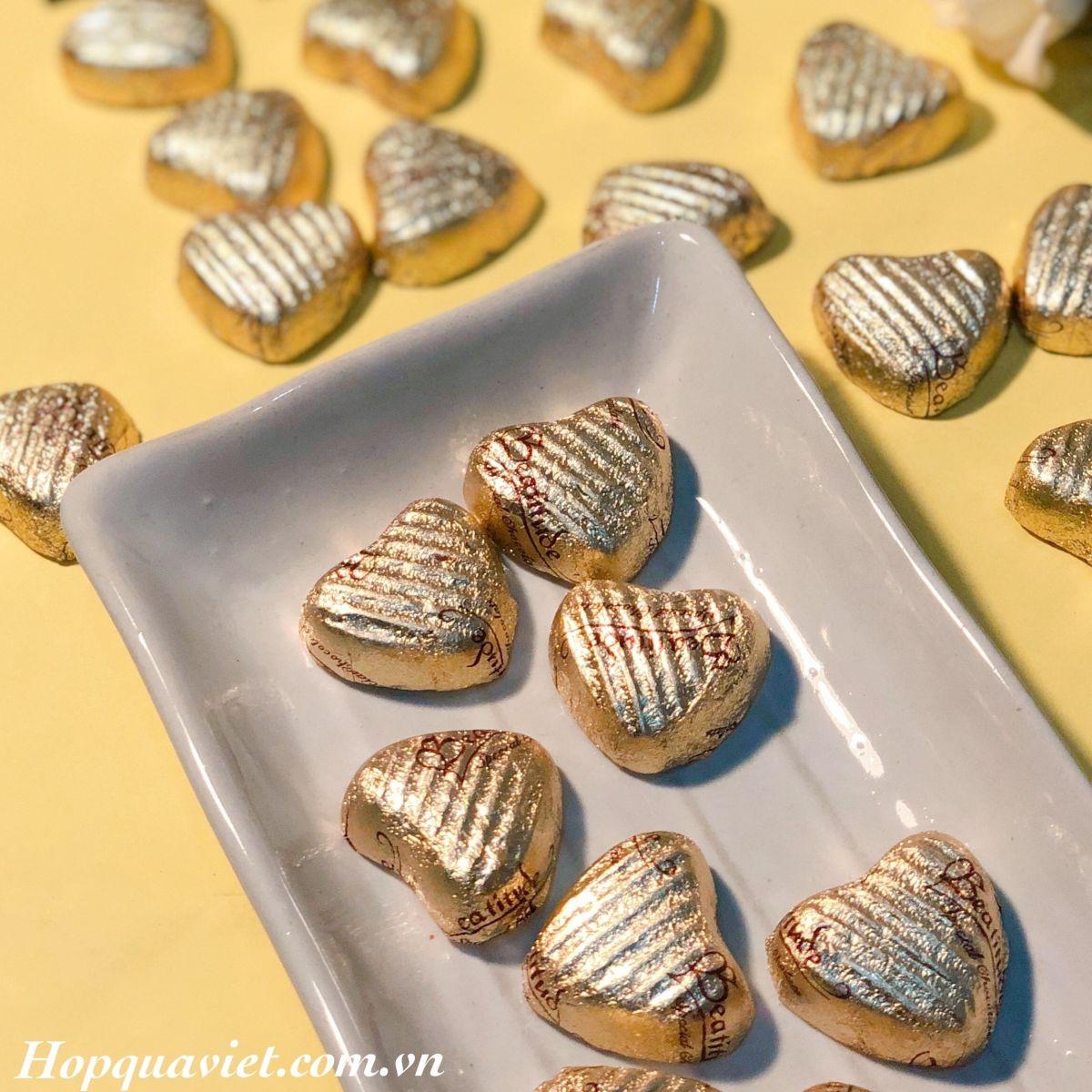 Quà tặng cưới chocolate tim vàng