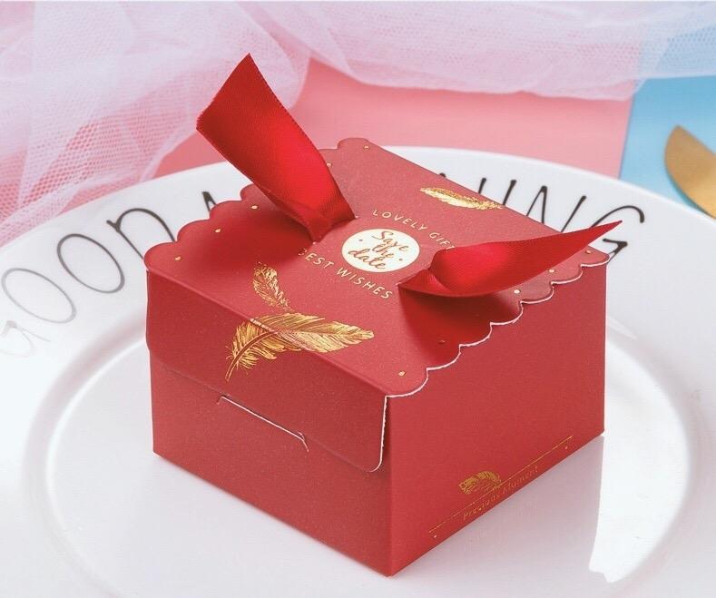 Hộp quà cưới vuông đỏ V2