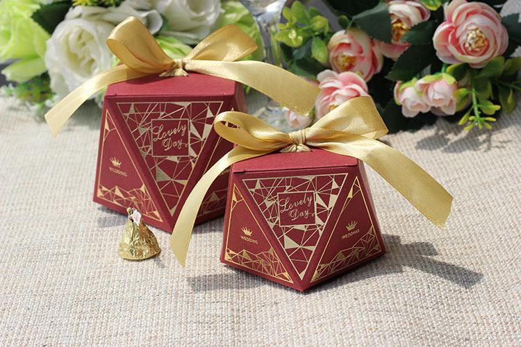 Hộp quà cưới đa giác đỏ đô T3