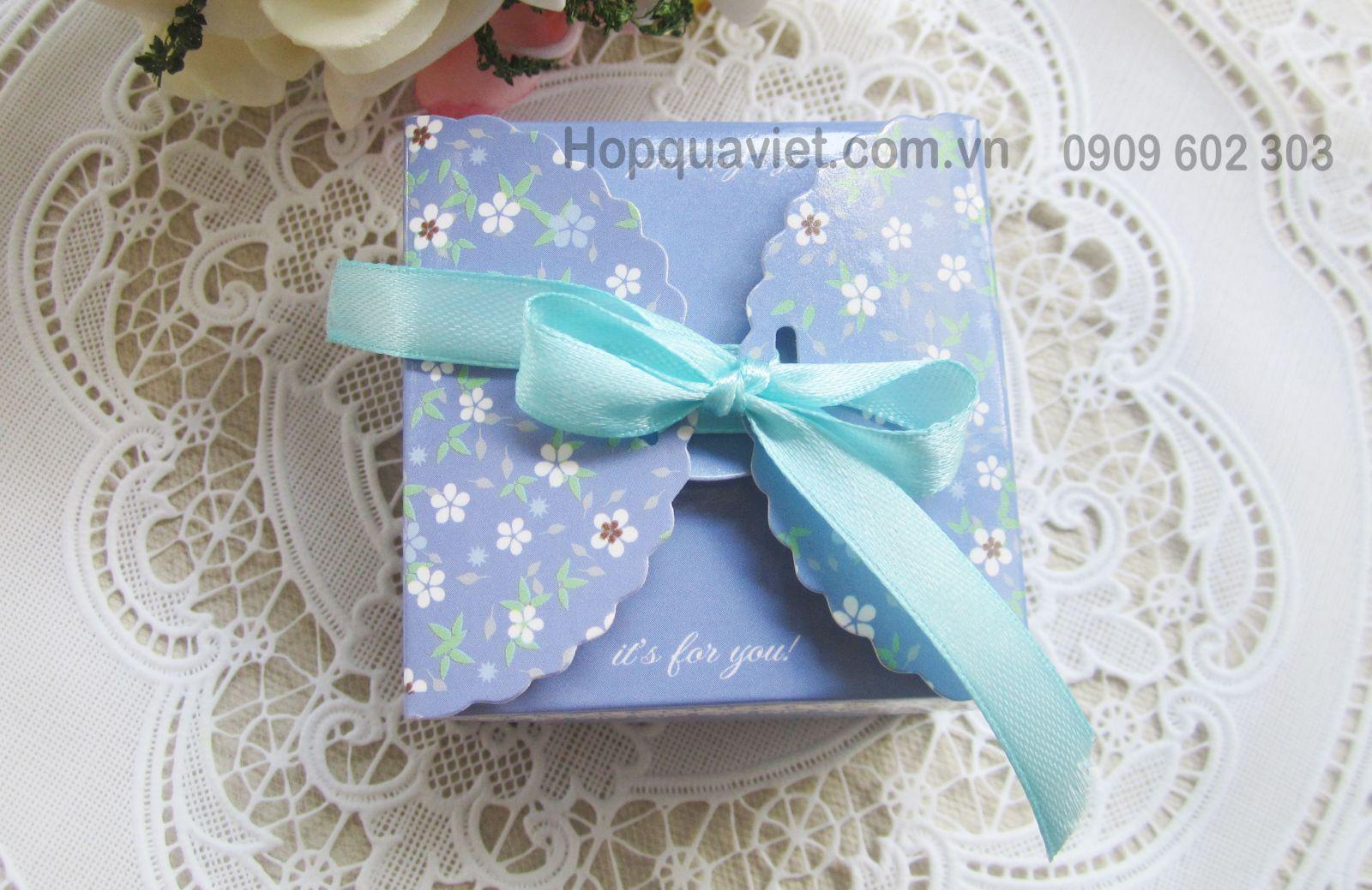Hộp quà cưới vuông hoa tím 8T