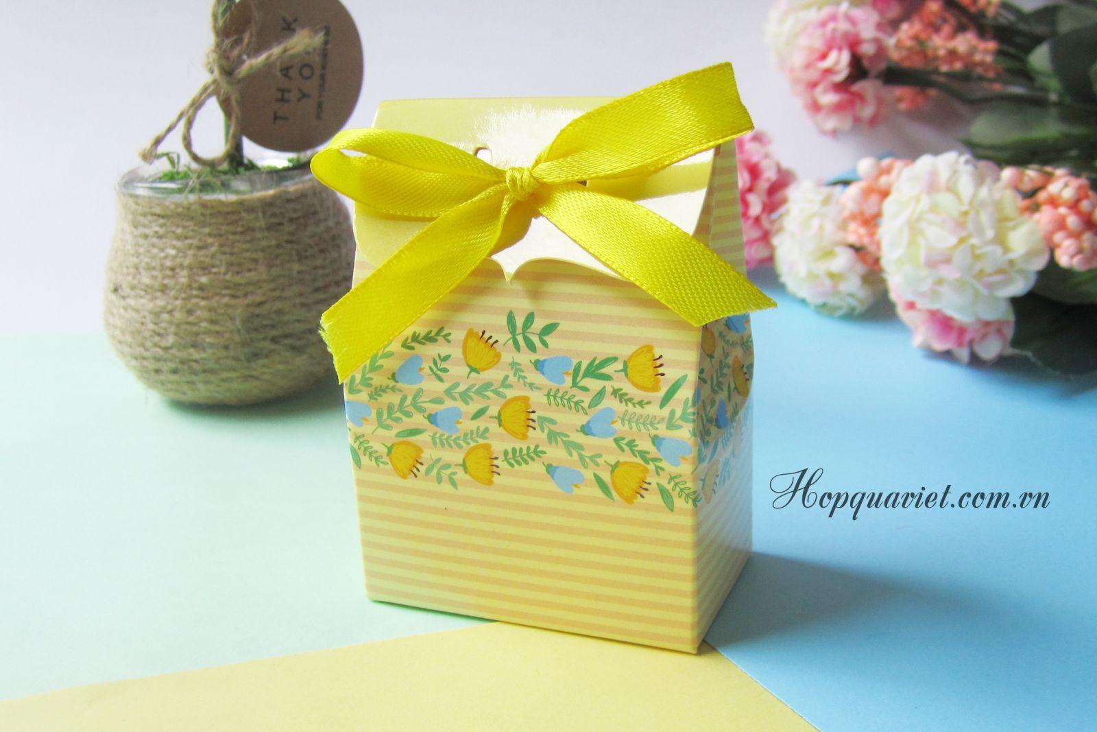 Hộp quà cưới chữ nhật hoa vàng 11V