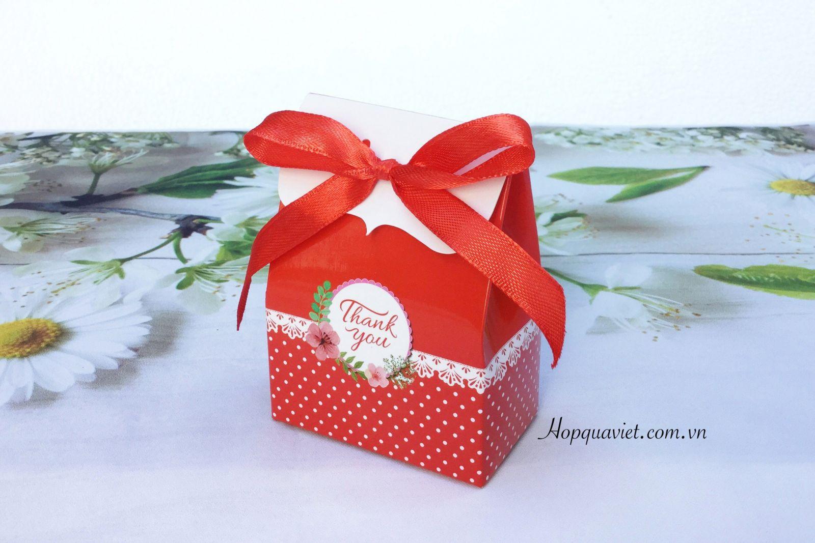 Hộp quà cưới chữ nhật hoa đỏ 11D